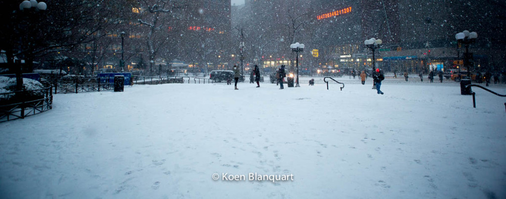 The first part of Juno brought a first load of snow over New York City. Union Square at 14th Street (Image Koen Blanquart)